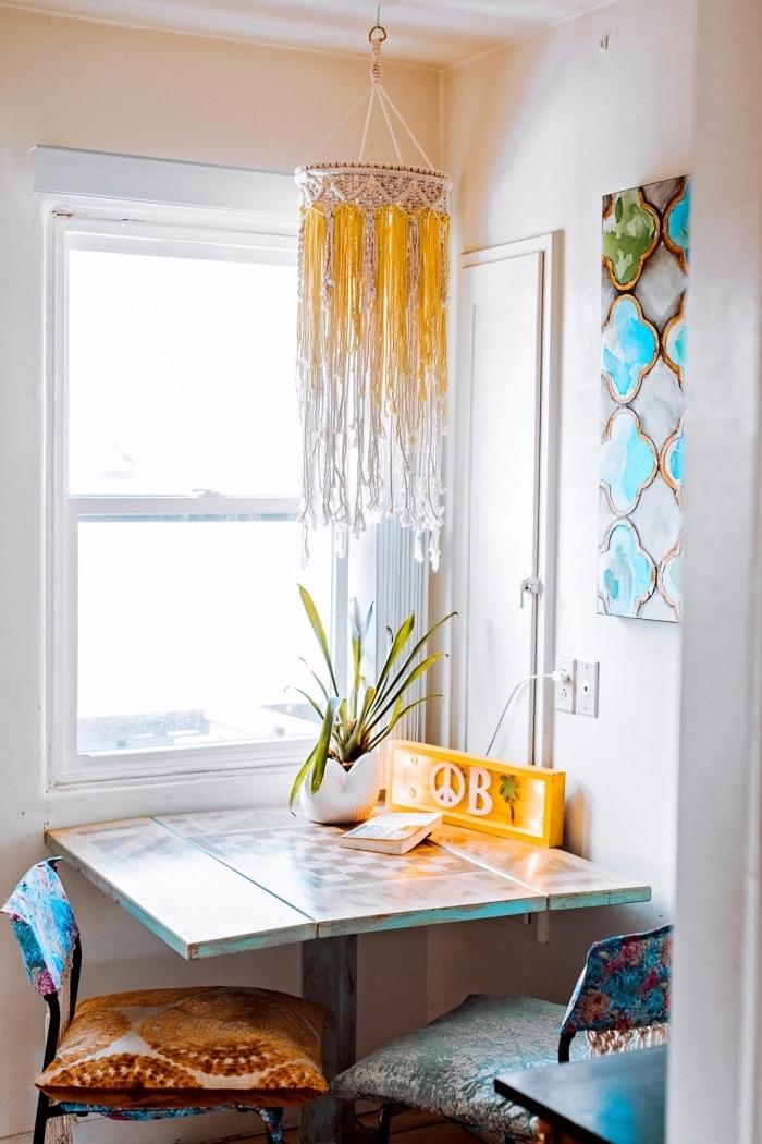 preciosa decoración para un comedor pequeño, ideas de detalles hechos de macrame en imágenes, como decorar en estilo boho