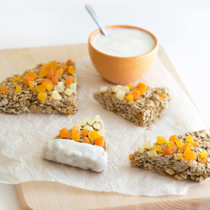 bloques de cereales con yogur griego y frutas secas, merienda Halloween ideas en fotos, comidas para el otoño fáciles de hacer