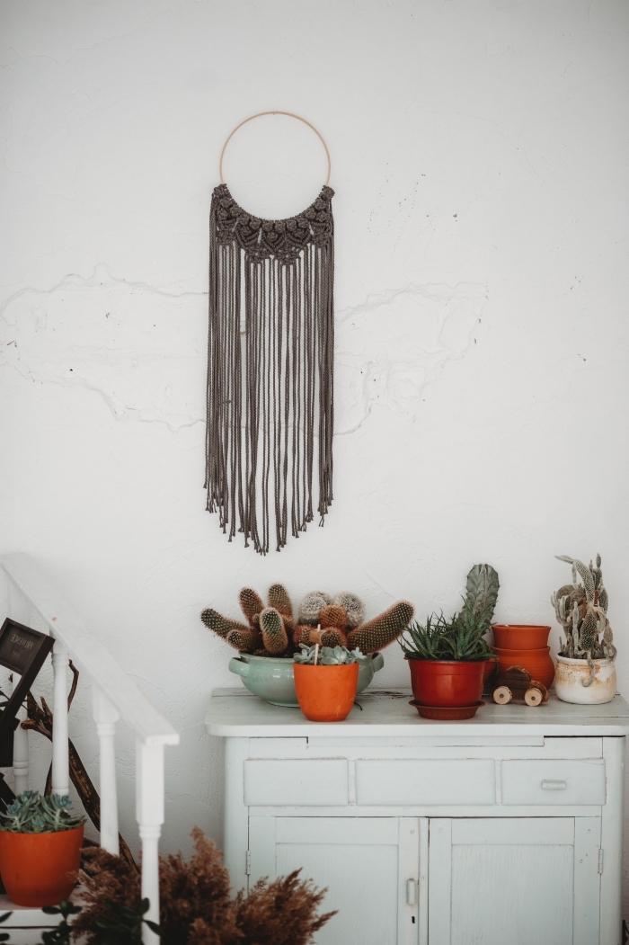 decoración cocina en estilo rústico con plantas suculentas y detalles boho en la pared, ideas sobre manualidades con macrame