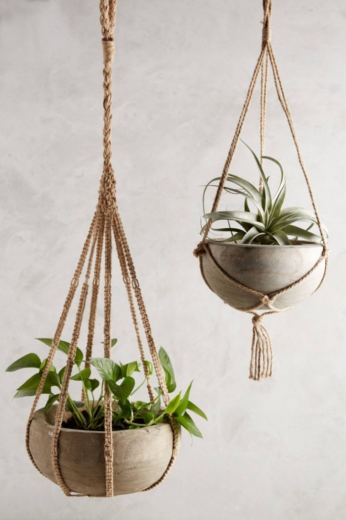 colgantes macramé originales para plantas verdes, ideas de decoracion salon en estilo bohemio, originales ideas de decoracion DIY