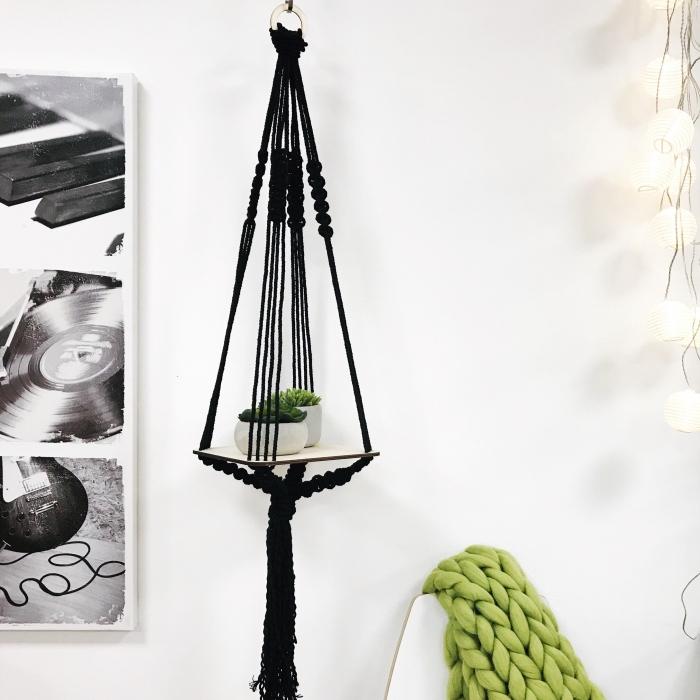detalles decorativos bonitos hechos de macrame, colgante plantas verdes original, imagenes de decoracion salon en estilo bohemio