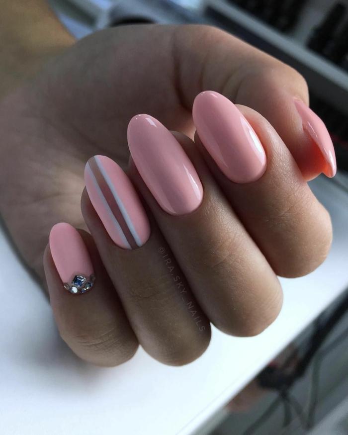 bonitos modelos de uñas otoño 2019, decoración uñas largas de forma almendrada, detalles geométricos en las uñas