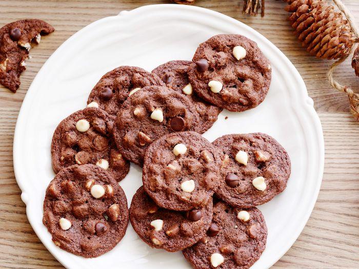 cookies blandas con chocolate blanco y negro, receta de galletas de avena, las mejores recetas de cookies