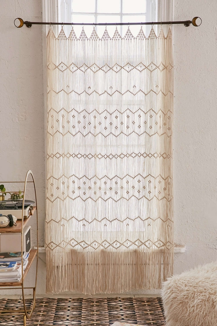 las mejores ideas de cortina macrame para decorar el salón, fotos de espacios decorados en estilo boho chic, ideas decoracion salon
