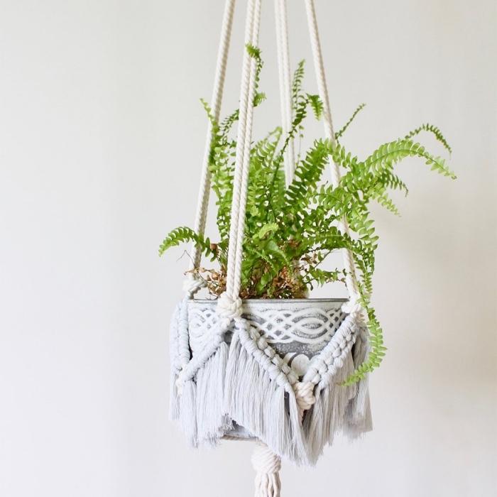colgante plantas verdes de macrame con cuerda blanca, las mejores ideas de decoración salón en estilo bohemio