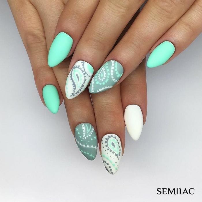 colores de uñas que seguirán siendo modernas en 2020, fotos de uñas de gel en verde menta y blanco, uñas de gel blancas