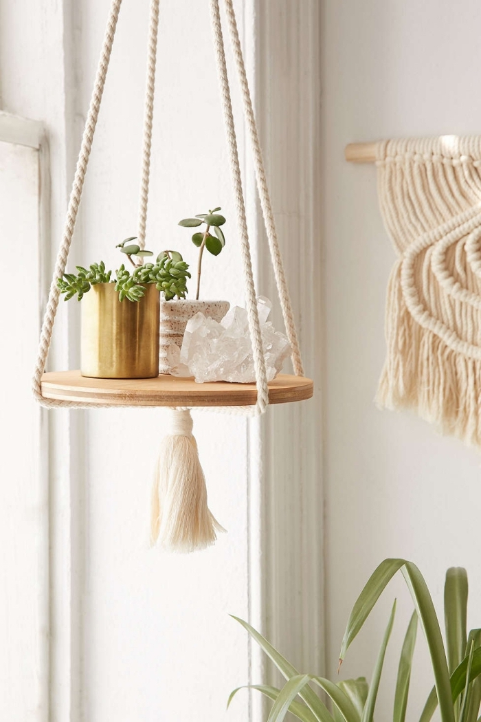 precioso detalle de macrame, ideas de detalles decorativos de macrame y madera originales, ideas para decorar la casa