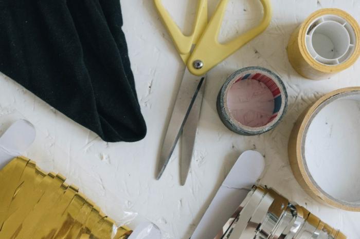ideas para hacer disfraces caseros originales, fotos de materiales para hacer disfraces DIY, mñas de 80 propuestas de disfraces
