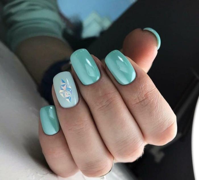 uñas de gel 2019 en colores vibrantes, uñas pintadas en azul, últimas tendencias en uñas 2019 2020, fotos de uñas decoradas