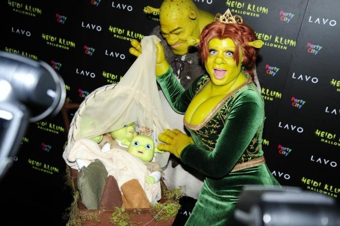Haidi KLum y su marido en disfraces de Shrek, maquillaje de Halloween alucinante, ideas de caras pintadas para Halloween