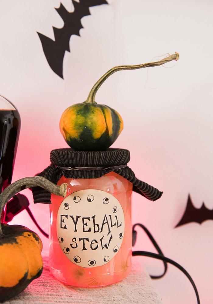 las mejores ideas de manualidades halloween en más de 90 fotos, ideas para decorar la casa con materiales reciclados