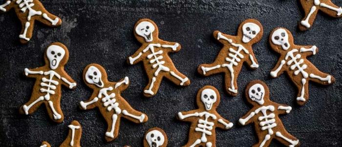 aperitivos para sorprender a tus niños, galletas para Halloween personalizadas en forma de esqueletos, galletas de jengibre y canela