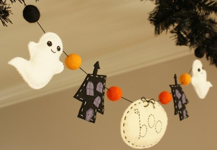 guirnalda de fieltro para decorar la casa en halloween, motivos de halloween temáticos y fáciles de hacer, decoración salón