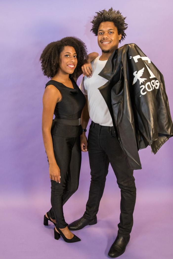 fotos de disfraces hombre y mujer, ideas de disfraces improvisados para una fiesta entre amigos, las mejores ideas para Halloween