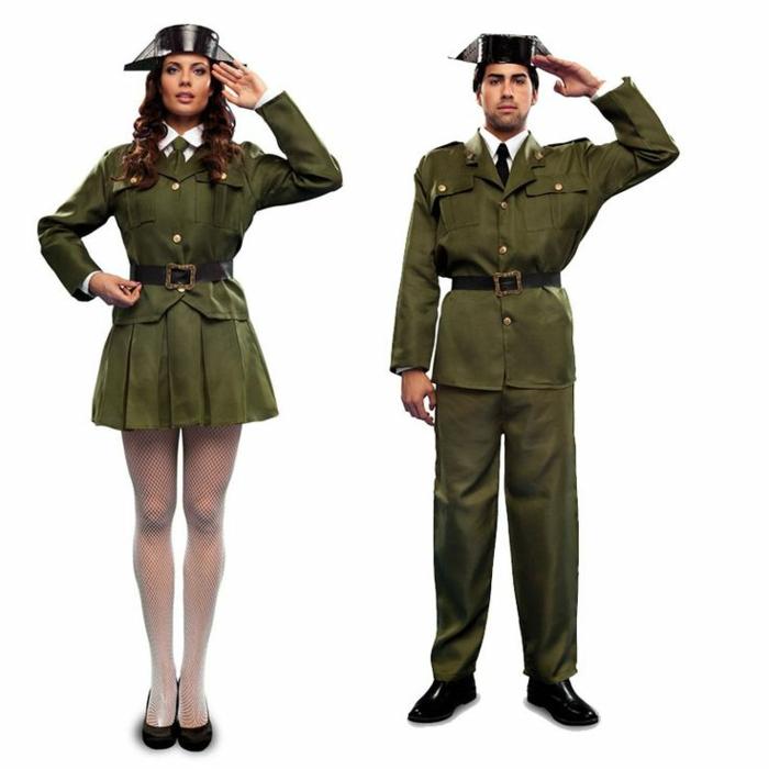 pareja disfrazada militares, disfraces faciles de hacer para adultos, ideas clásicas para una pareja en una fiesta de Halloween
