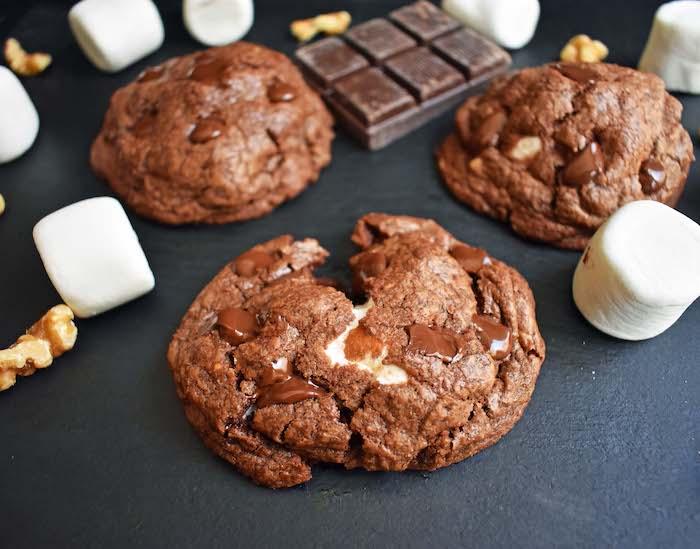 galletas de cacao con marshmallow y chispas de chocolate, fotos de galletas para chuparse los dedos