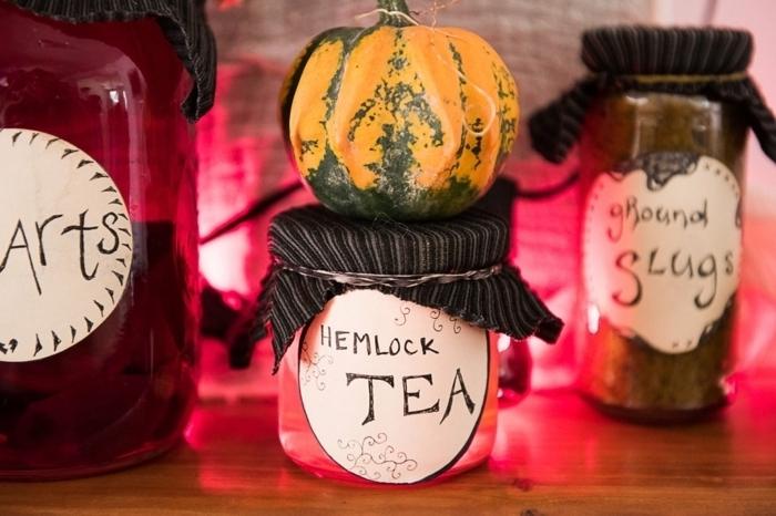 como hacer decoracion halloween casera de materiales reciclados, frascos de brujas, ideas originales en imágenes