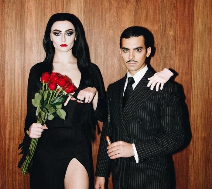 Sophie Turner y su marido disfrazados como la familia Addams, disfraces faciles de hacer para adultos en imagenes