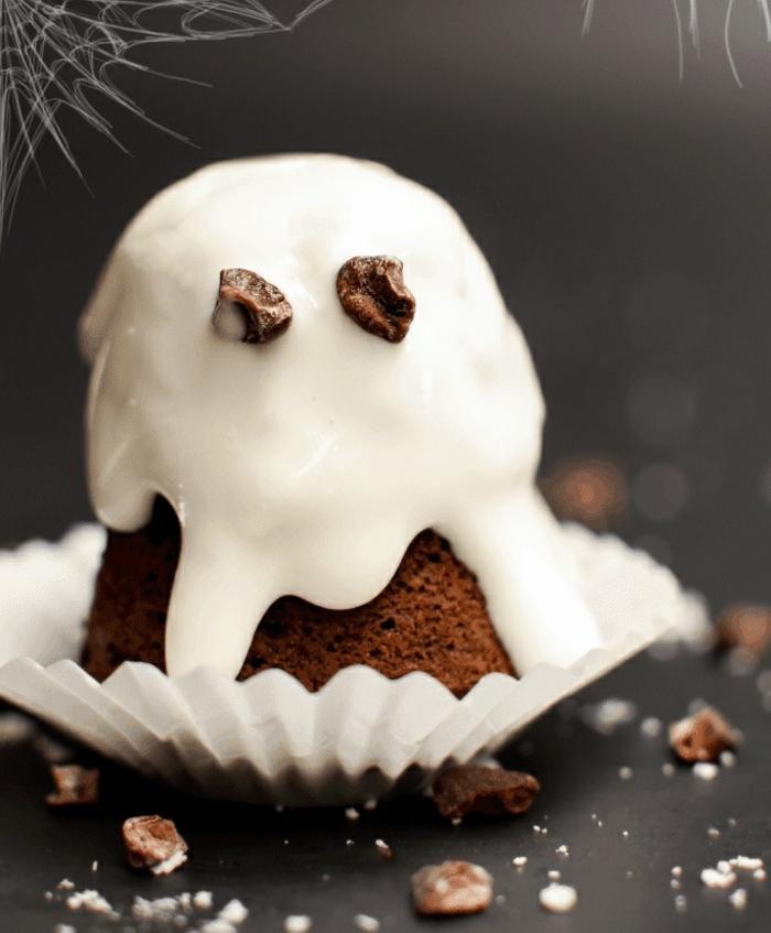 magdalenas fantasma fáciles y rápidas, magdalenas originales con glaseado real, las mejores ideas de dulces de Halloween