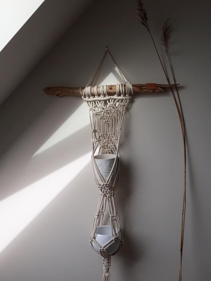 cómo hacer nudos macramé para decorar la casa, preciosos detalle decorativo en la pared, ideas de decoración salón en fotos