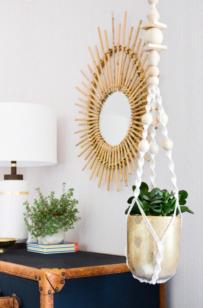 preciosas ideas sobre cómo decorar la casa en estilo boho, detalles decorativos para decorar en estilo bohemio, colgantes para macetas
