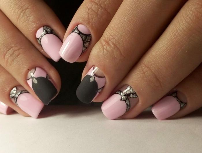 uñas largas de forma cuadrada pintadas en rosado y negro, uñas rosa palo y uñas negras decoradas en más de 70 fotos