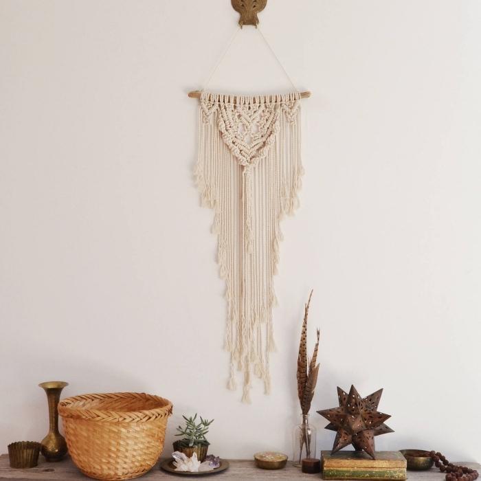 decoración casa en estilo bohemio, colgante boho en la pared, ideas de detalles decorativos de macramé para tu casa