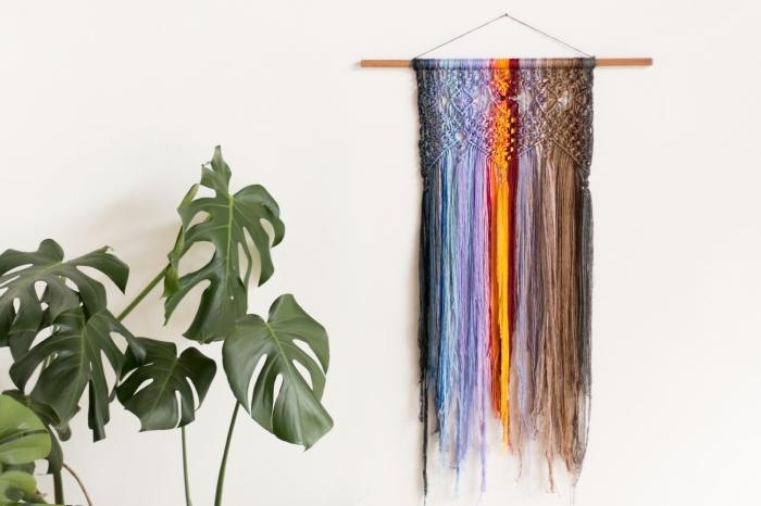 precioso detalle de hilos en colores con nudos macramé, pequeños detalles decorativos para un salón en estilo boho