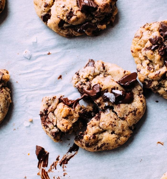 galletas americanas clásicas con chispas de chocolate, receta de galletas de Navidad, dulces tradicionales super ricos