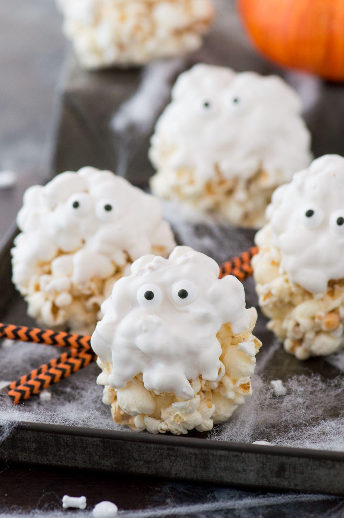 palomitas con glaseado real, golosinas y merienda Halloween, como hacer unos aperitivos Halloween atractivos y fáciles