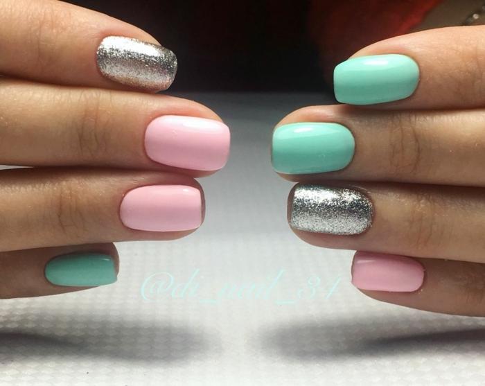 colores pasteles en las uñas, uñas rosa palo, plateado con brocado y aguamarina claro, uñas pintadas en color verde menta