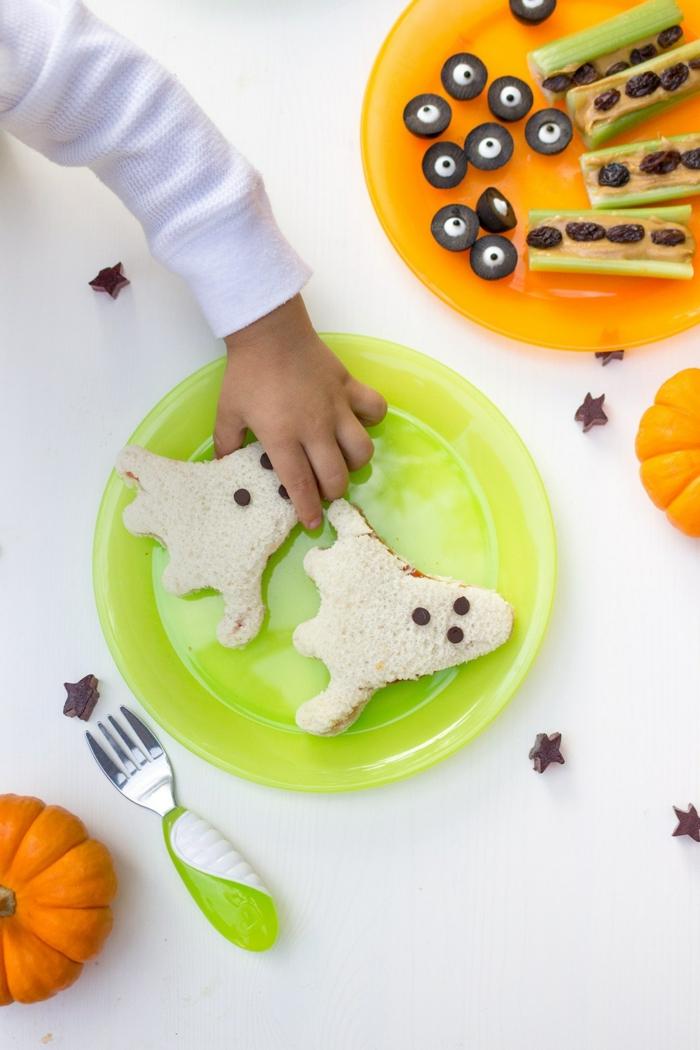 sandwich en forma de fantasma, aperitivos para sorprender a tus niños, comida decorada para el dia de Halloween