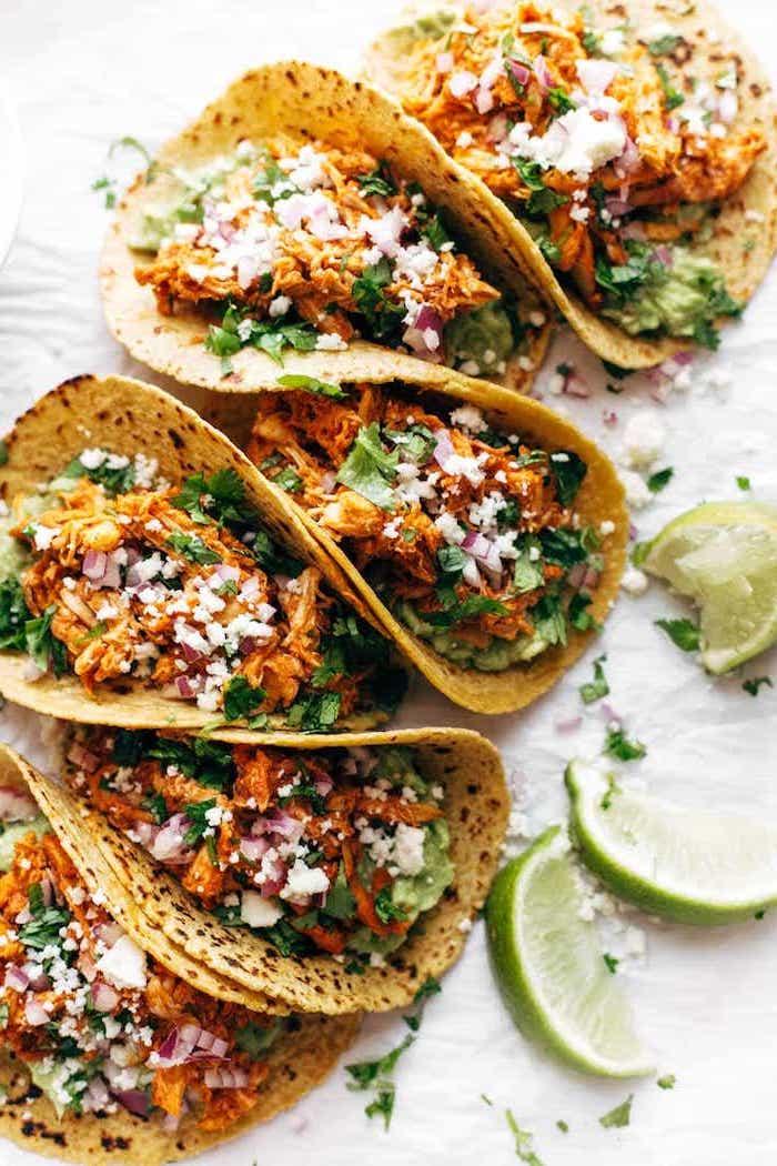 tortillas con batatas, verduras, perejil y lima, ideas de recetas con tortillas y tacos, ricas recetas inspiradas en la comida mexicana