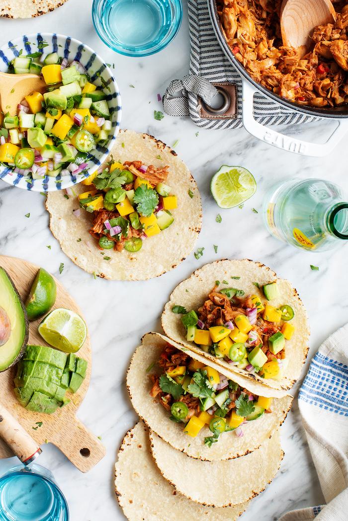 tortillas con carne picada, verduras y frutas, originales ideas de comidas ligeras, ricas y rápidas de hacer en casa en fotos