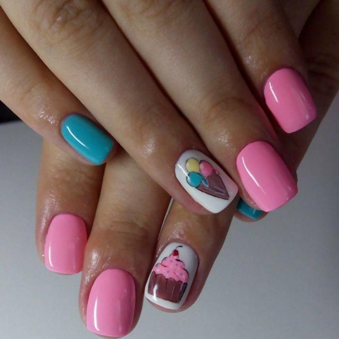 ideas de uñas veraniegas en colores neones, uñas rosa palo y azul, colores y dibujos en uñas blancas, fotos de uñas