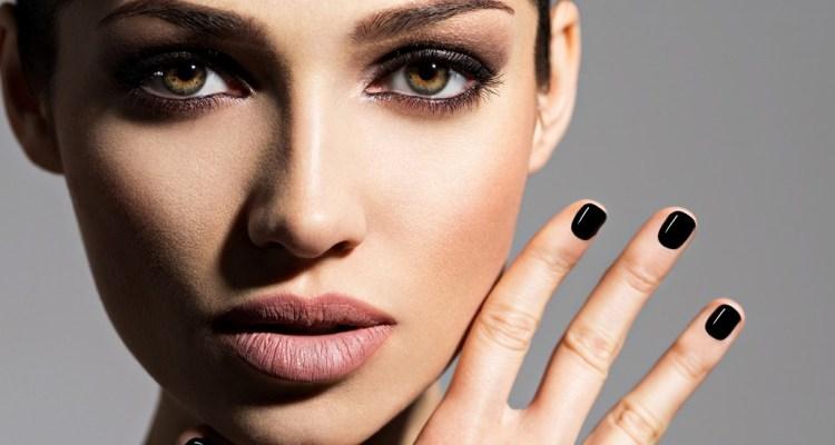 fotos de uñas de gel bonitas, decoración de uñas en negro, uñas negras decoradas en fotos, decoración uñas en imágenes