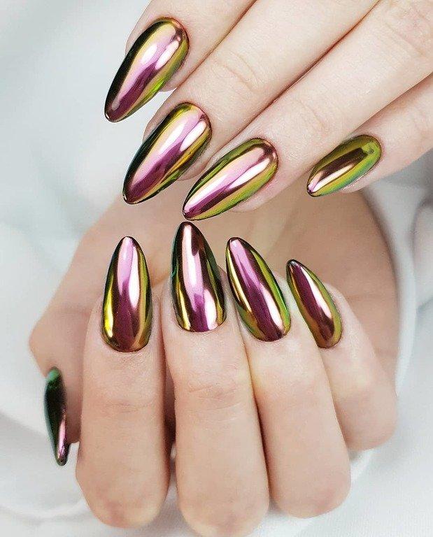 bonito efecto metalizado en las uñas, colores para uñas originales, uñas largas afiladas color metálico, diseños de uñas