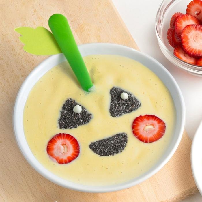 yogur con frutas y semillas de chia, super originales idas de desayunos y postres para el día de Halloween, 100 fotos con ideas de recetas