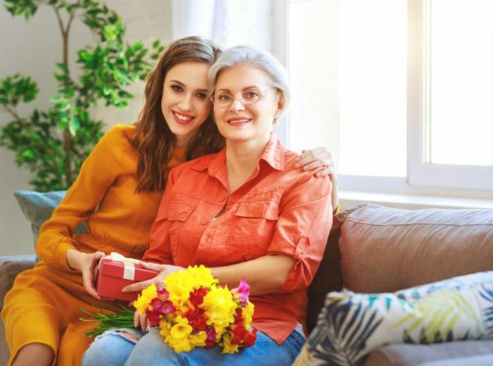 ideas de regalos para suegras personalizados y conmovedores, propuestas originales sobre como sorprender a tu suegra