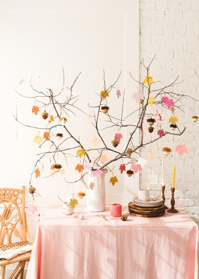 fantásticas ideas de manualidades de otoño para decorar el hogar, decoración casera con hojas de papel en colores