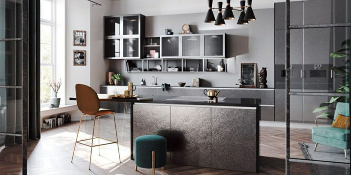 colores modernos para cocinas, cocina americana en color gris con detalles en colores llamativos, verde oscuro y gris