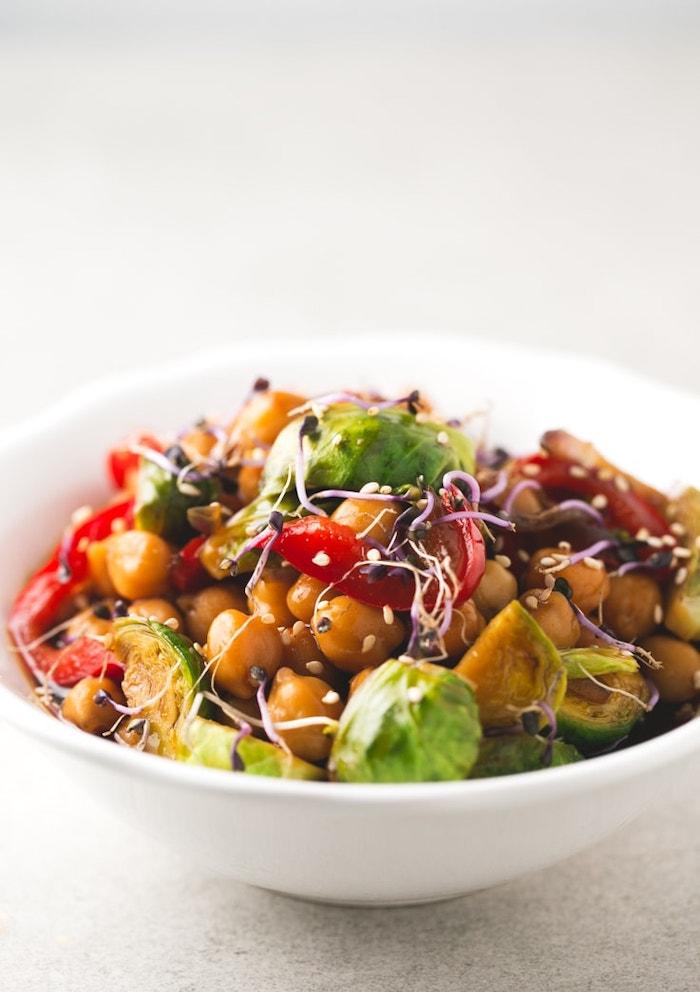garbanzos cocidos con vegetales, cenas ligeras y fáciles de hacer, platos saludables caseros para hacer en casa