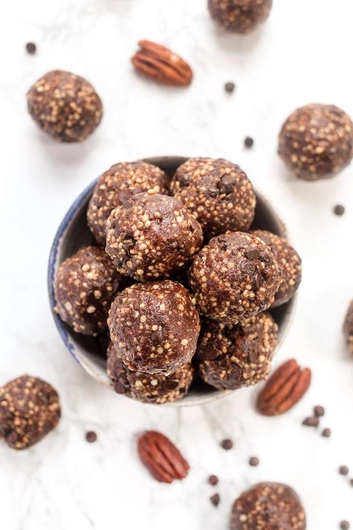 bocados con nueces y chocolate para chuparse los dedos, ideas sobre bocados ricos y saludables para comer en mediodia