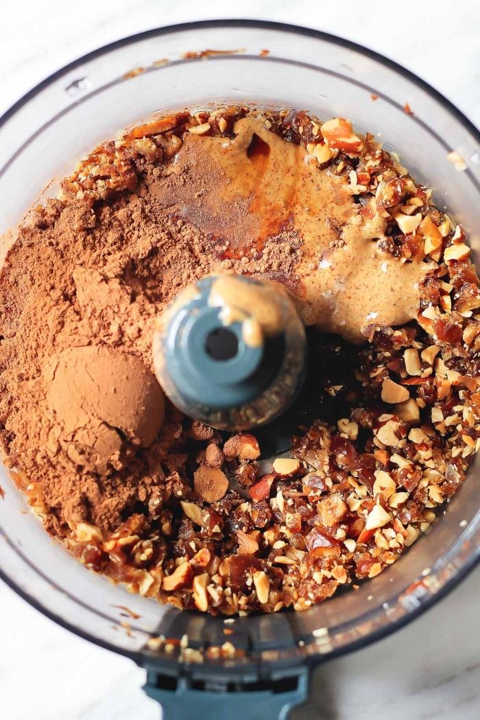 ideas sobre como hacer trufas de chocolate saludables paso a paso, nueces, cacao en polvo y mantequilla de mani