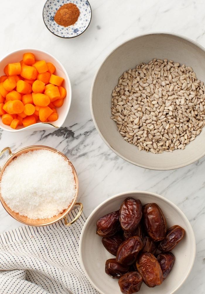 zanahorias cortadas, ralladura de coco, semillas de girasol, dátiles, como hacer trufas de chocolate y bocados energéticos sanos