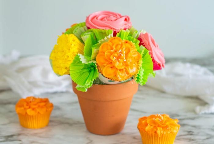 """regalos originales para abuelas hechos a mano, maceta con """"flores"""" magdalenas, receta de magdalenas caseras originales"""