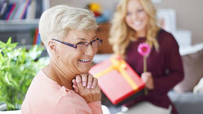 ejemplos de regalos y sorpresas para cumpleaños suegra, ideas sobre como sorprender a tu suegra en más de 80 fotos