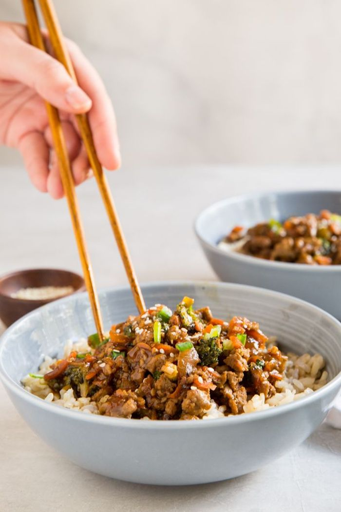 cenas caseras saludables con arroz, platos de la cocina asiática para preparar en casa, recetas sencillas