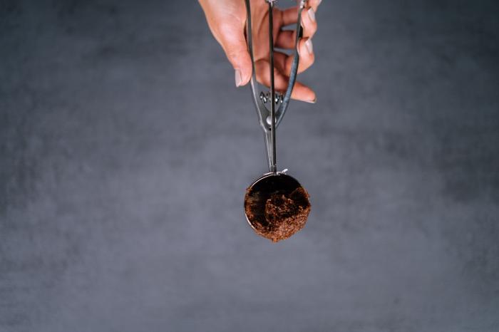receta de trufas saludables con almendras tahini de maní y dátiles para hacer en casa paso a paso, recetas de postres saludables y faciles de hacer