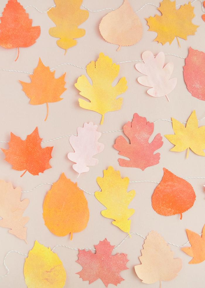 hojas de otoño decorativas hechas de papel, guirnaldas DIY para decorar la casa en otoño, ideas de manualidades otoño
